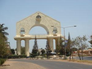 """Das Denkmal """"Arch 22"""" ließ Jammeh zu Ehren seiner Machtergreifung errichten."""